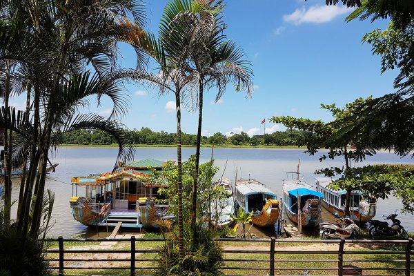 bờ sông Hương – Huế